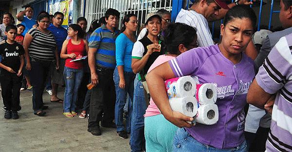 Venezuela-waiting-line